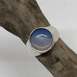 Sterlingsilverring med gedigen silverinfattad cirkelformad månsten